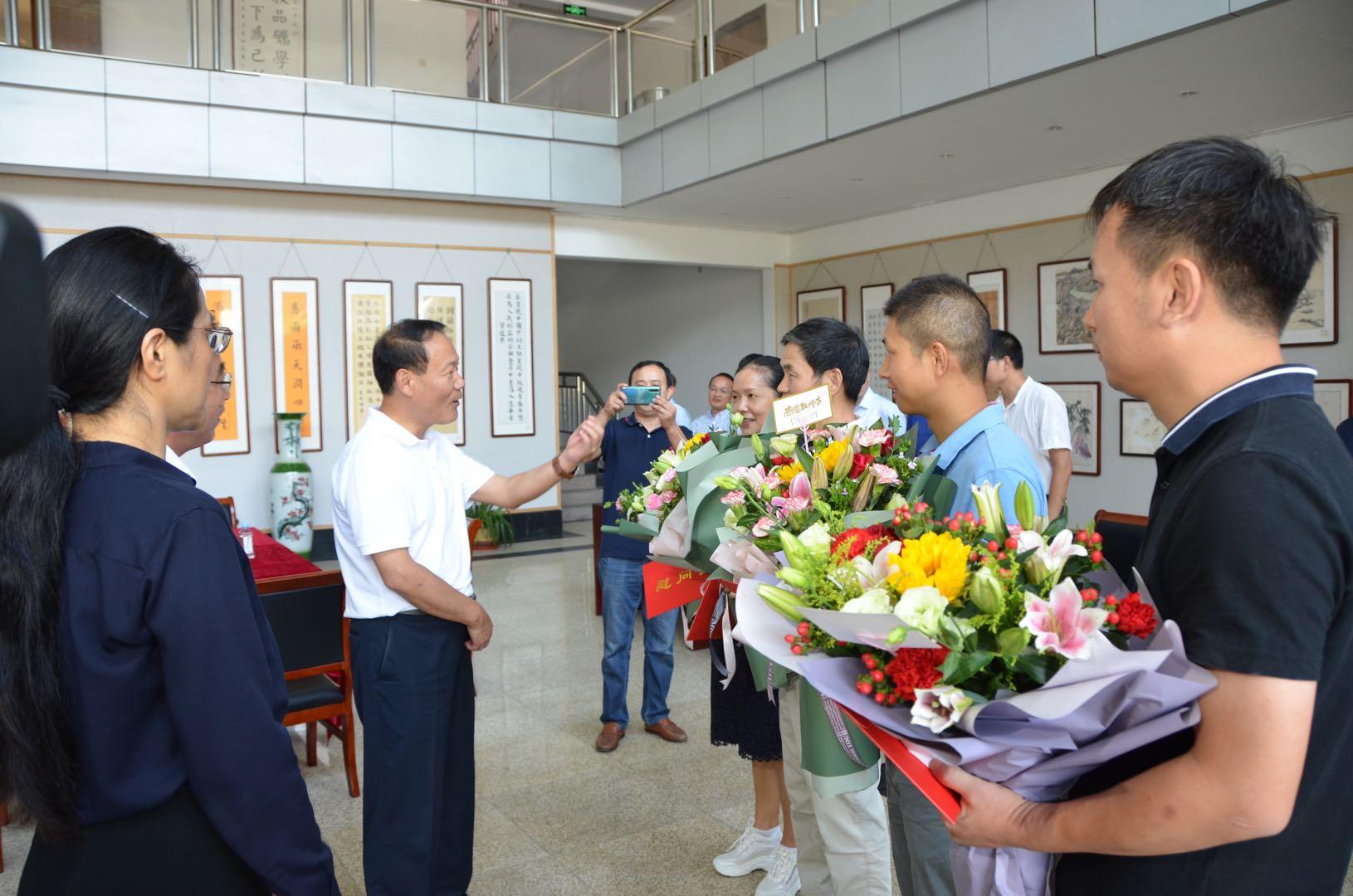 市长叶露中亲临六安一中开展教师节慰问活动
